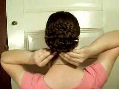Örgülü saçlardan Çin tarzı topuz yapmak