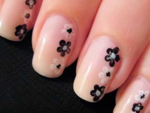 Tırnaklarınıza Siyah Beyaz Çiçekler