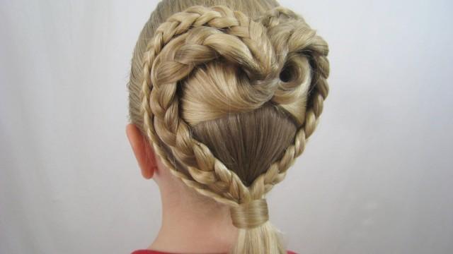 İkili Örgüyle Kalp Şeklinde Saç Modeli